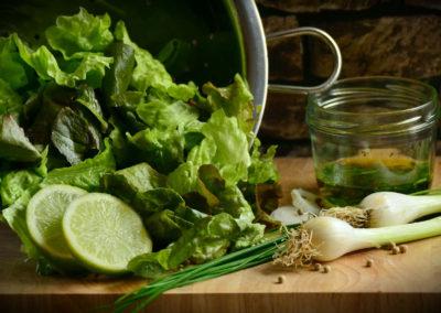 Ensalada de hojas verdes + hamburguesas de quinoa